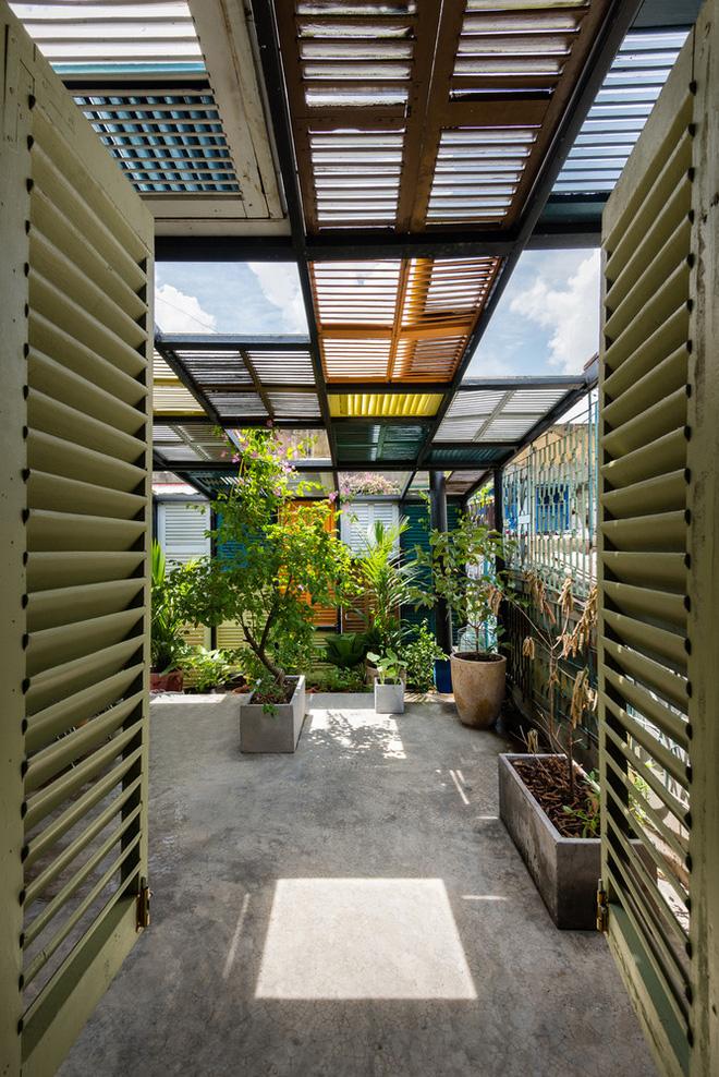Ngôi nhà 60m2 với vô vàn ô cửa sắc màu ở Sài Gòn, bên trong chuẩn vibe vintage quá mê-6