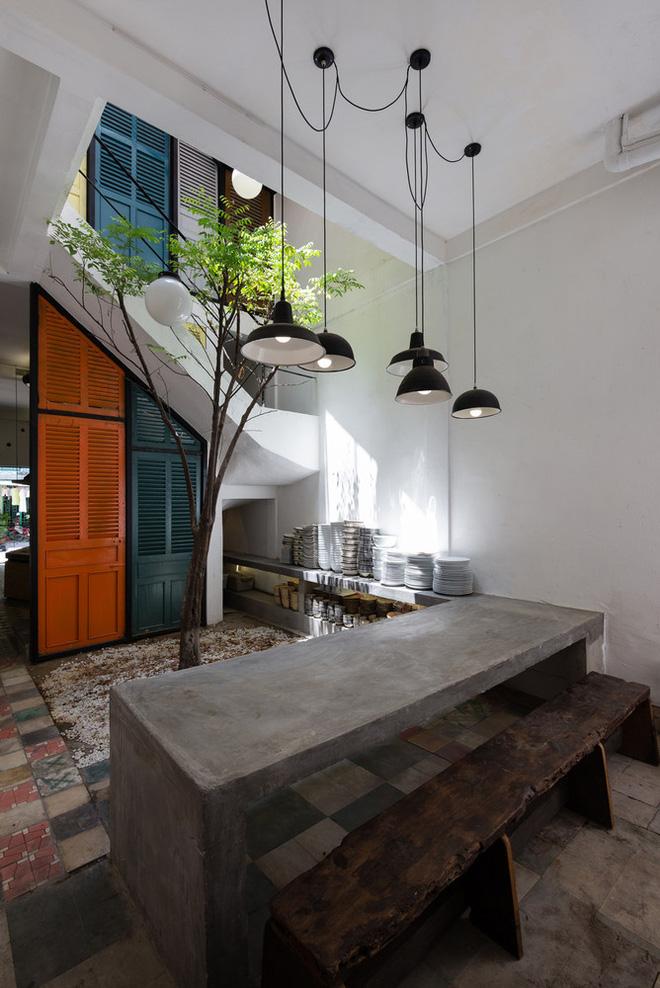 Ngôi nhà 60m2 với vô vàn ô cửa sắc màu ở Sài Gòn, bên trong chuẩn vibe vintage quá mê-10