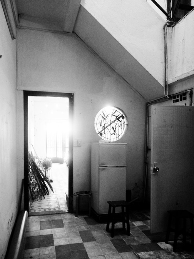 Ngôi nhà 60m2 với vô vàn ô cửa sắc màu ở Sài Gòn, bên trong chuẩn vibe vintage quá mê-9