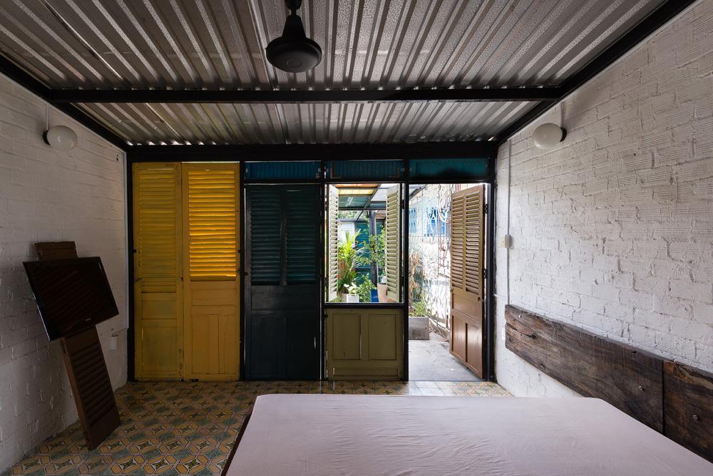 Ngôi nhà 60m2 với vô vàn ô cửa sắc màu ở Sài Gòn, bên trong chuẩn vibe vintage quá mê-15