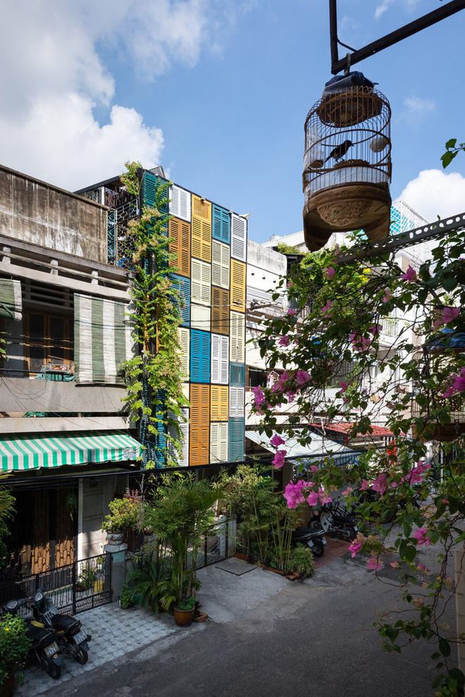 Ngôi nhà 60m2 với vô vàn ô cửa sắc màu ở Sài Gòn, bên trong chuẩn vibe vintage quá mê-20