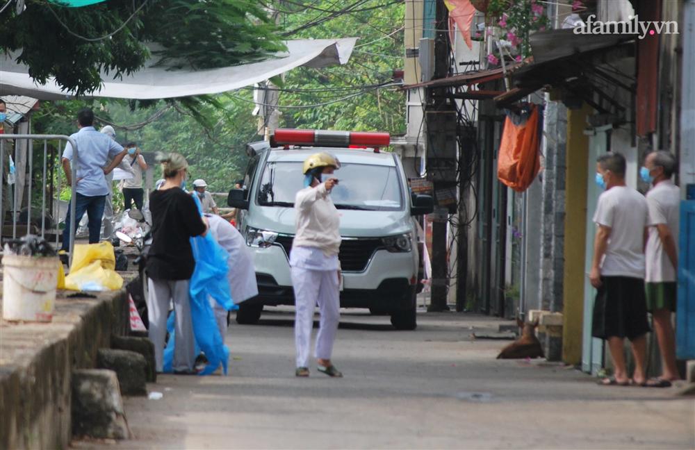 Hà Nội: Thợ cắt tóc dương tính SARS-CoV-2, lấy mẫu xét nghiệm toàn bộ một khu phố ở Hà Đông-1