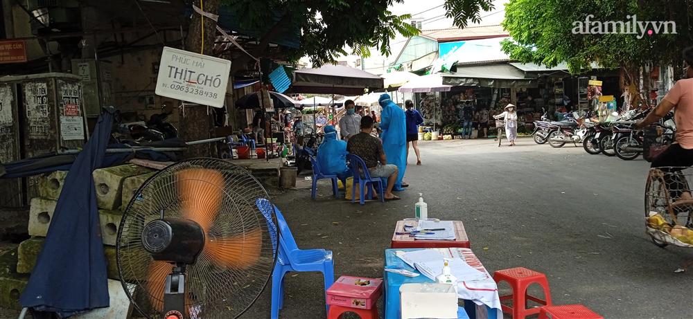 Hà Nội: Thợ cắt tóc dương tính SARS-CoV-2, lấy mẫu xét nghiệm toàn bộ một khu phố ở Hà Đông-2