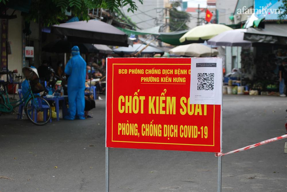 Hà Nội: Thợ cắt tóc dương tính SARS-CoV-2, lấy mẫu xét nghiệm toàn bộ một khu phố ở Hà Đông-4