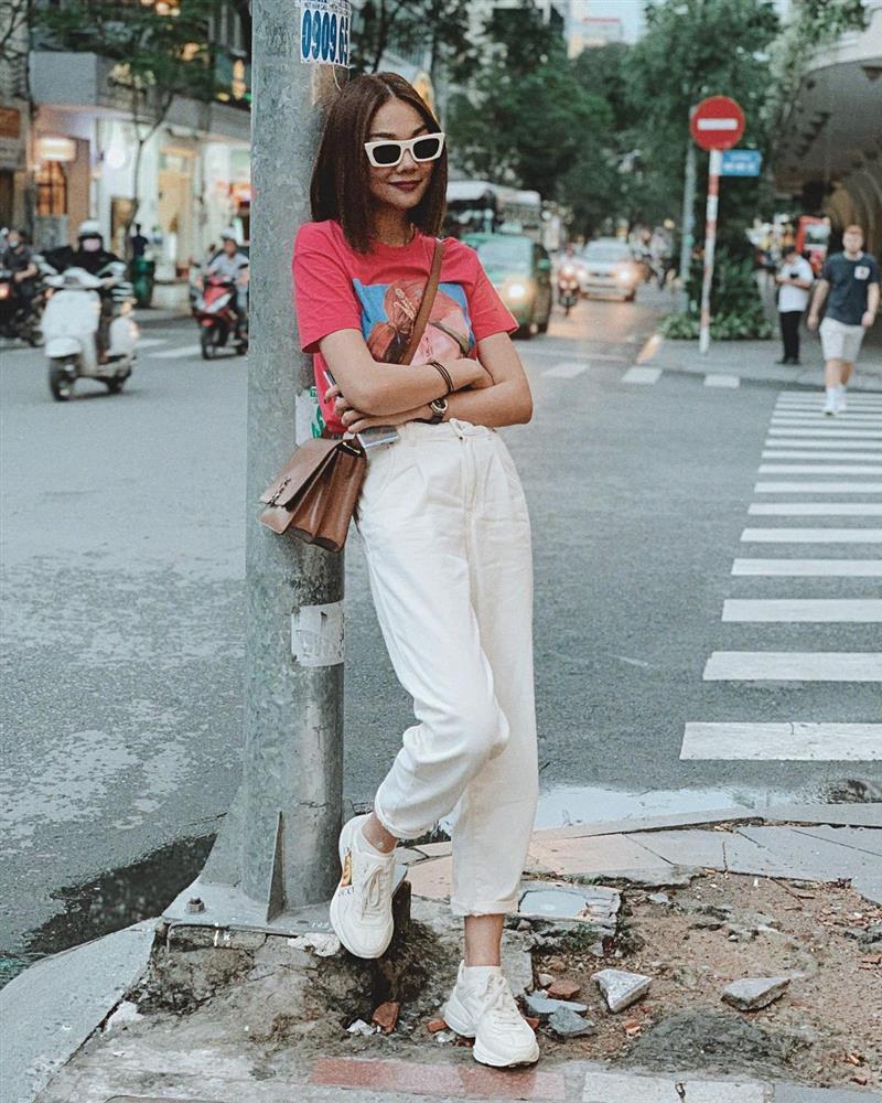 4 kiểu giày bệt được sao Việt U40 sắm nhiều nhất để hack tuổi, và mặc gì trông cũng sành điệu hơn-7