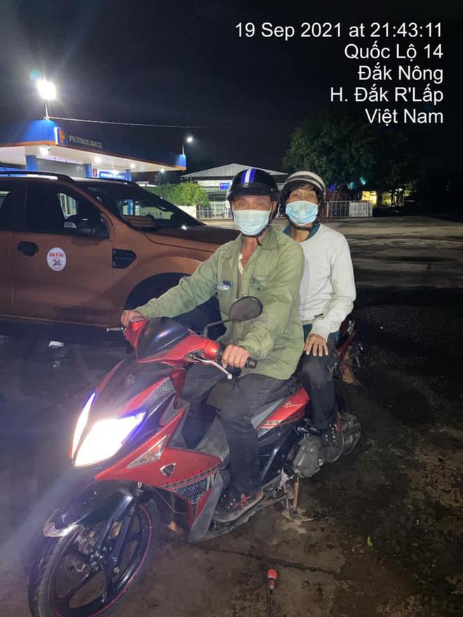 Giắt túi đúng 90k, đi 300km về chịu tang cha, 2 anh em xin qua chốt kiểm dịch và cuộc gặp bất ngờ trong đêm-8