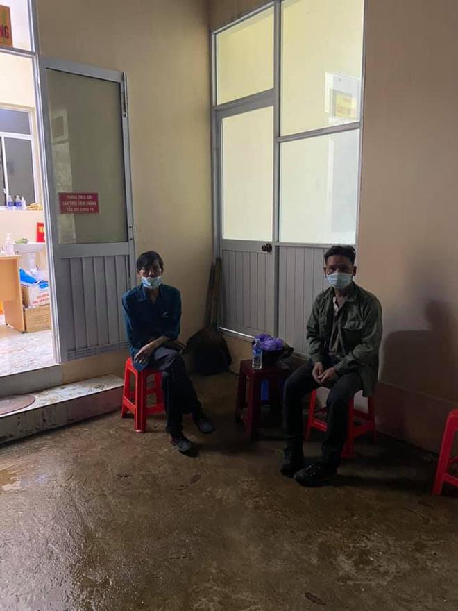 Giắt túi đúng 90k, đi 300km về chịu tang cha, 2 anh em xin qua chốt kiểm dịch và cuộc gặp bất ngờ trong đêm-5