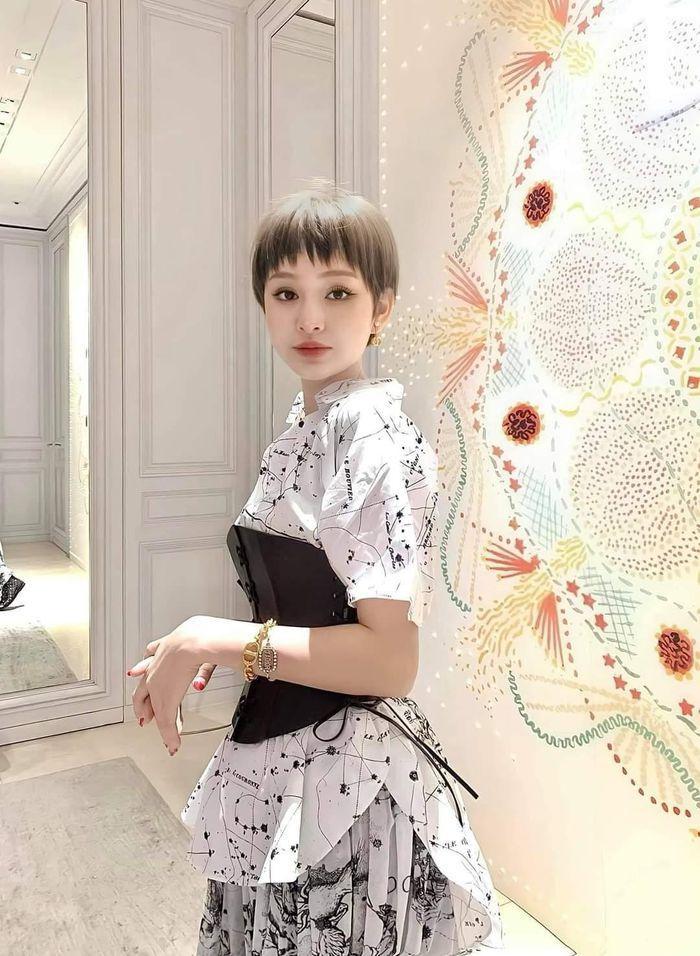 Jun Vũ eo bé bằng nắm tay - Thiều Bảo Trâm sexy tuổi 27-3
