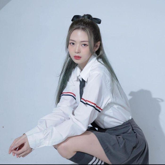 Jun Vũ eo bé bằng nắm tay - Thiều Bảo Trâm sexy tuổi 27-5