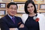 Si tình như tỷ phú Johnathan Hạnh Nguyễn: Trúng 'tiếng sét ái tình' với nữ TVHK kém 19 tuổi, ráo riết đi mọi chuyến bay của vợ