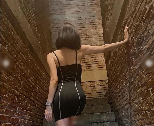 Lệ Quyên nghiện pose dáng chổng mông phản cảm-13