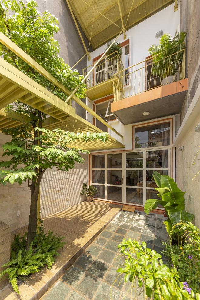 Nhà mái đôi Sài Gòn xinh ngất ngây với thiết kế lõi xanh, chỉ ngắm cũng thấy ngập tràn năng lượng tích cực-6