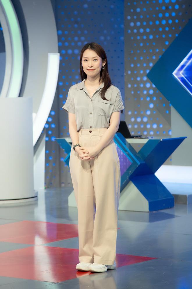 Những hình ảnh đầu tiên của Khánh Vy với vai trò MC Đường Lên Đỉnh Olympia: Nhan sắc và phong cách dẫn thế nào?-9