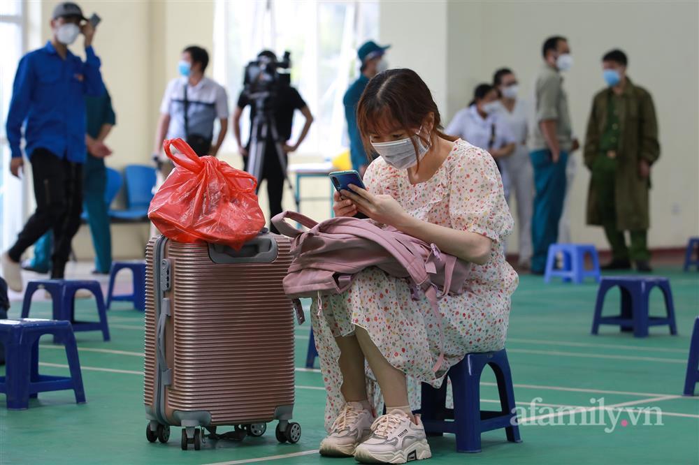 Nghẹn ngào tâm sự người phụ nữ Hà Nội trở về từ khu cách ly: Đi được 2 ngày thì chồng tôi mất, đám tang không ai lo, chẳng một nén hương-8
