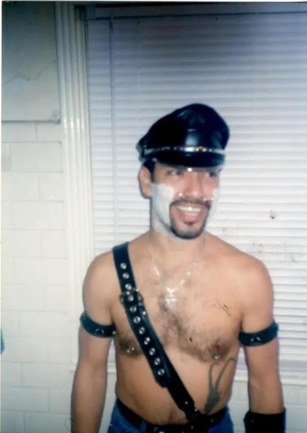 Cựu CEO ngân hàng cắt cụt tai, mũi, xẻ lưỡi và chuẩn bị cắt nốt của quý để biến thành người rồng không giới tính-7