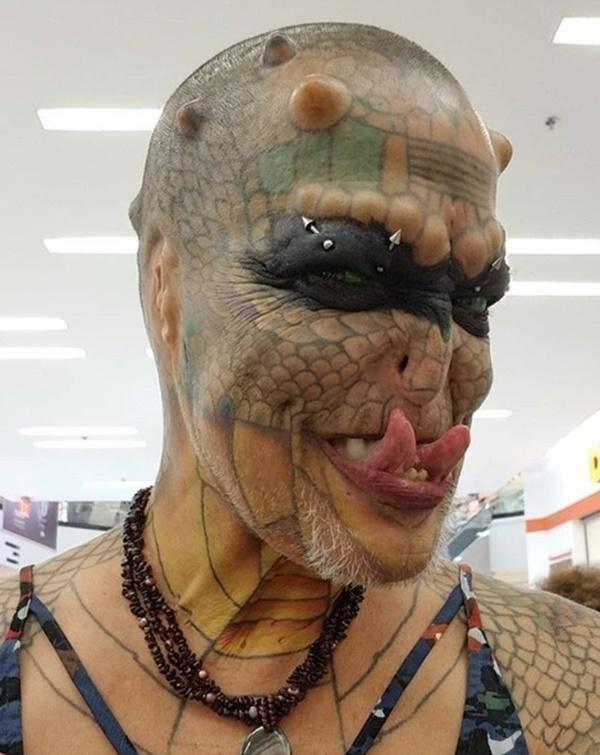 Cựu CEO ngân hàng cắt cụt tai, mũi, xẻ lưỡi và chuẩn bị cắt nốt của quý để biến thành người rồng không giới tính-2