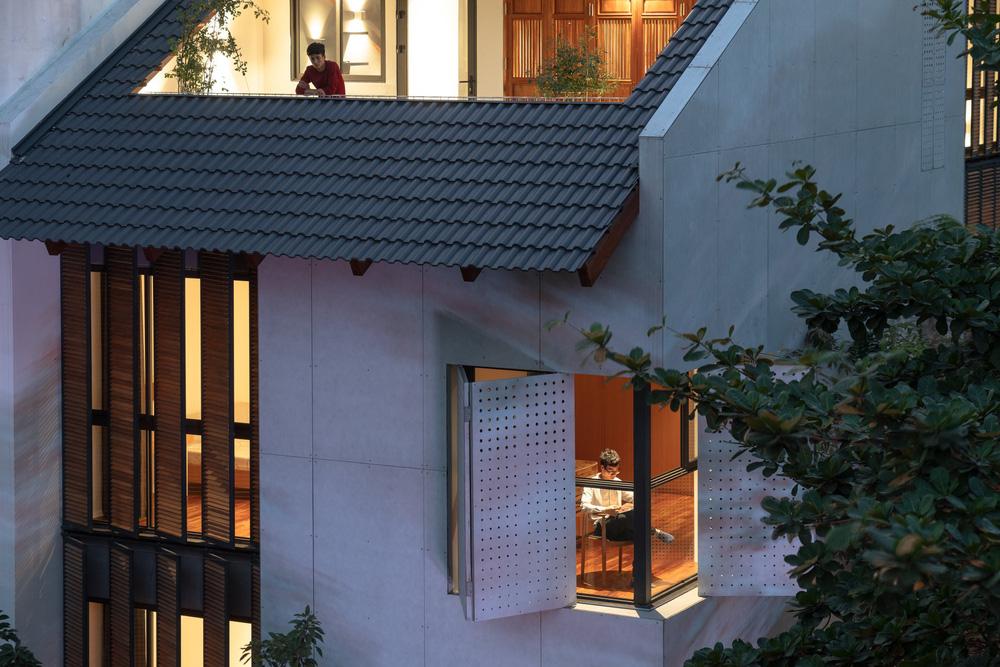 Nhà khoét mái 2 mặt tiền ở Hà Nội: Nhìn từ trên xuống đã trầm trồ, bước vào trong lại phải wow thêm tiếng nữa-2