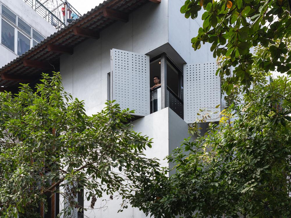 Nhà khoét mái 2 mặt tiền ở Hà Nội: Nhìn từ trên xuống đã trầm trồ, bước vào trong lại phải wow thêm tiếng nữa-4