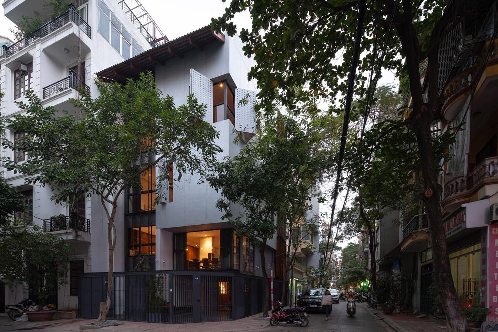 Nhà khoét mái 2 mặt tiền ở Hà Nội: Nhìn từ trên xuống đã trầm trồ, bước vào trong lại phải wow thêm tiếng nữa-19