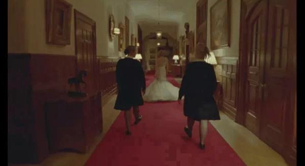 Váy cưới của Công nương Diana bản 2021 giống thiết kế gốc tới 99%, nhưng liệu có gặp phải 4 sự cố này trong lễ cưới-1