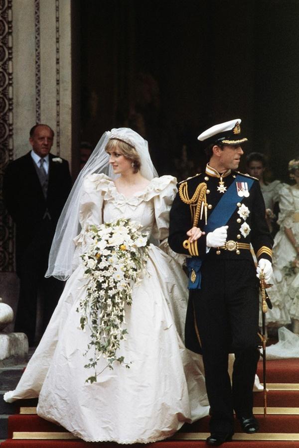 Váy cưới của Công nương Diana bản 2021 giống thiết kế gốc tới 99%, nhưng liệu có gặp phải 4 sự cố này trong lễ cưới-6