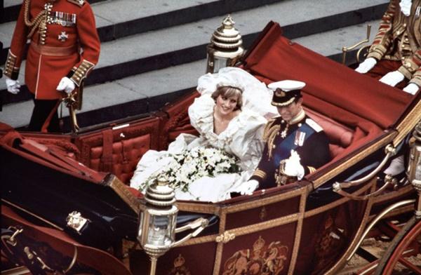 Váy cưới của Công nương Diana bản 2021 giống thiết kế gốc tới 99%, nhưng liệu có gặp phải 4 sự cố này trong lễ cưới-8