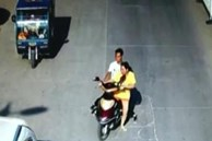 Tên cướp táo tợn nhảy lên xe máy người phụ nữ để khống chế cướp phương tiện