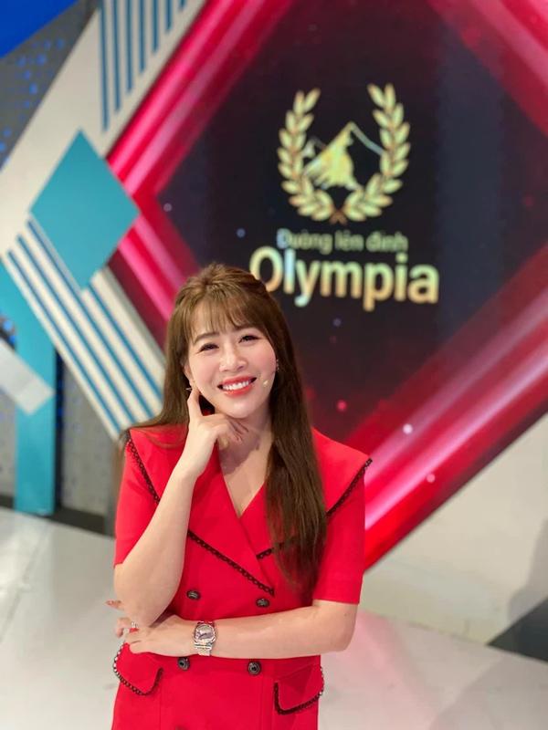 MC Diệp Chi tiết lộ lý do im lặng giữa tin Khánh Vy thay thế mình tại Đường Lên Đỉnh Olympia-1