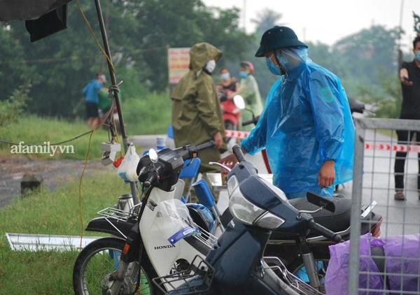 Hà Nội: Lập chốt kiểm soát lối vào nhà công nhân xây dựng tử vong vì tai nạn xét nghiệm dương tính SARS-CoV-2-7