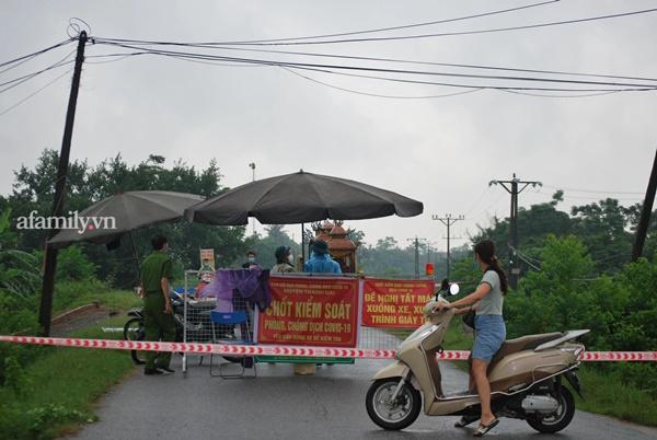 Hà Nội: Lập chốt kiểm soát lối vào nhà công nhân xây dựng tử vong vì tai nạn xét nghiệm dương tính SARS-CoV-2-3