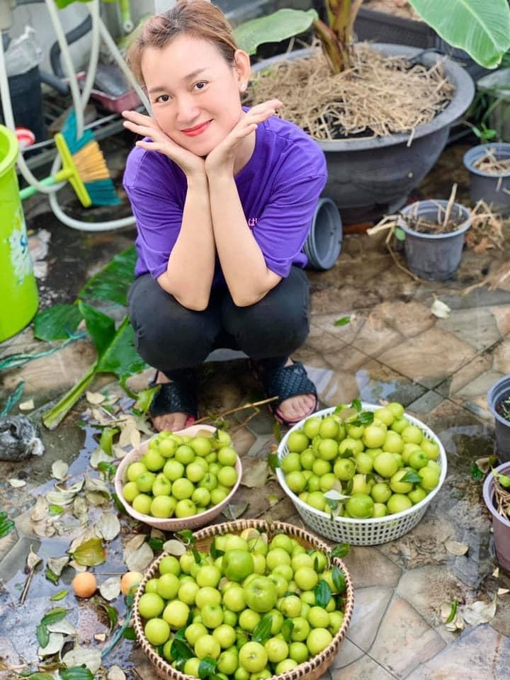 Trầm trồ khu vườn trên sân thượng, trĩu trịt cây trái của cặp vợ chồng Sài Gòn-3