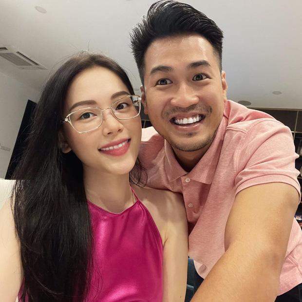 """Chỉ bằng 1 cuốn sổ quyền lực"""", Linh Rin ngầm hé lộ mối quan hệ với gia đình tỷ phú Johnathan Hạnh Nguyễn-1"""
