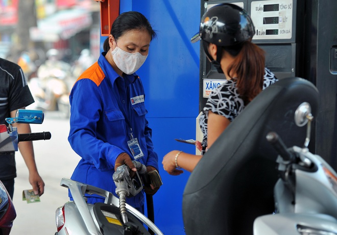 Giá xăng tăng lần thứ 2 trong 1 tháng, lên sát 22.000 đồng/lít-1