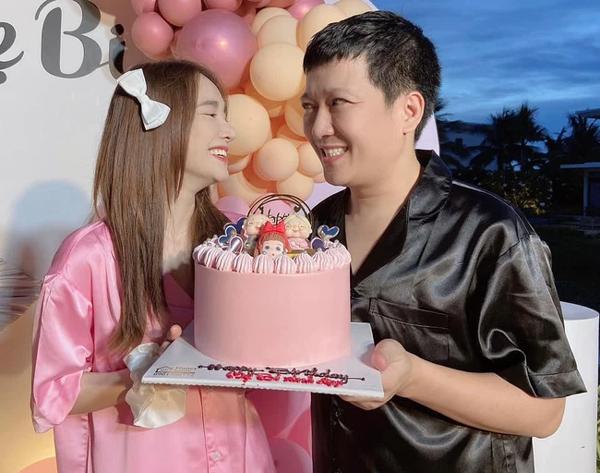 Nhã Phương đăng ảnh kỷ niệm 3 năm ngày cưới, biểu cảm lạ của Trường Giang gây chú ý-1