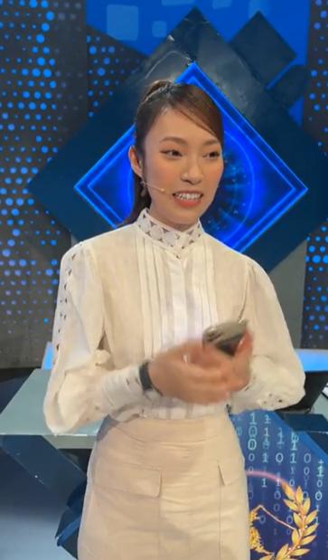 Khánh Vy xuất hiện trước giờ lên sóng tập đầu tiên của Đường Lên Đỉnh Olympia khẳng định mối quan hệ với tiền bối Diệp Chi-2