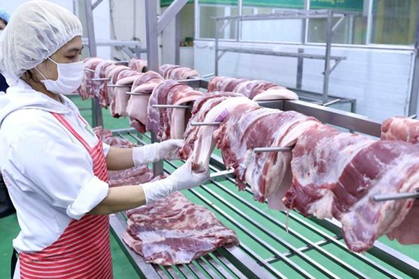 Giá lợn hơi chạm đáy 50 nghìn/kg nhưng ra đến chợ vẫn đắt gấp ba-1