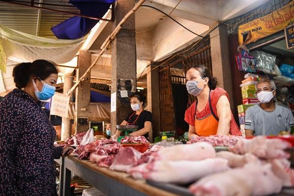 Giá lợn hơi chạm đáy 50 nghìn/kg nhưng ra đến chợ vẫn đắt gấp ba-2