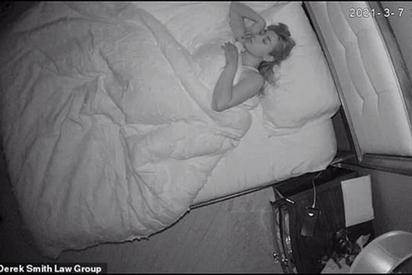 Thấy ông chủ thường xuyên ra vào phòng ngủ của mình, cô trông trẻ nghi ngờ rồi phát hiện sự biến thái đáng sợ-2