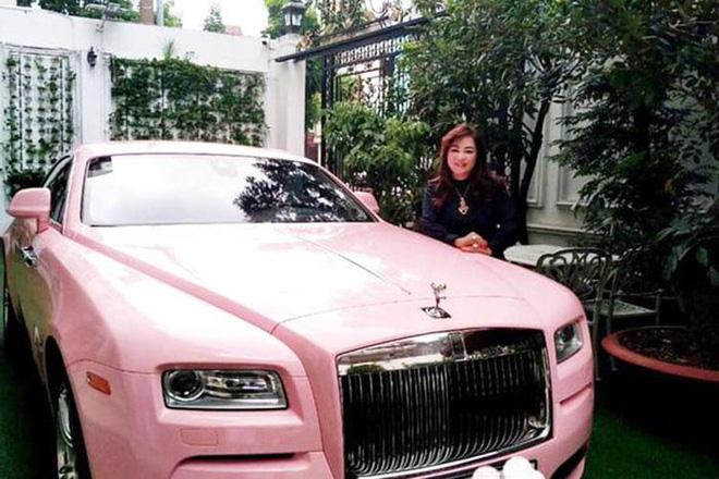 Sở hữu BST kim cương triệu đô, CEO Nguyễn Phương Hằng lái xe gì cho xứng với đẳng cấp thượng lưu?-3