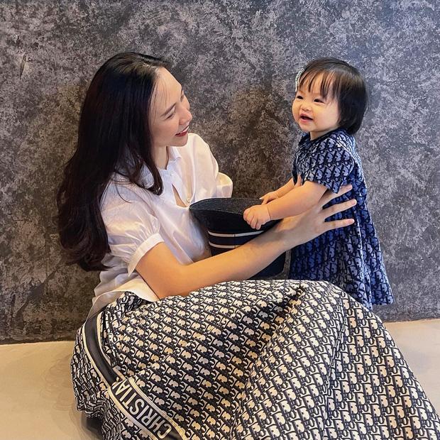 Cường Đô La vừa đón thêm thành viên mới bị bỏ rơi ngoài công viên, ái nữ Suchin mới 1 tuổi đã có em rồi!-4