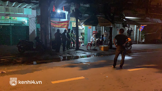 Vụ người đàn ông bị chém lìa đầu ở quận 7: Sau tiếng cãi vã, nghi can cầm phần đầu của nạn nhân vứt ra hẻm khiến nhiều người hoảng sợ-1