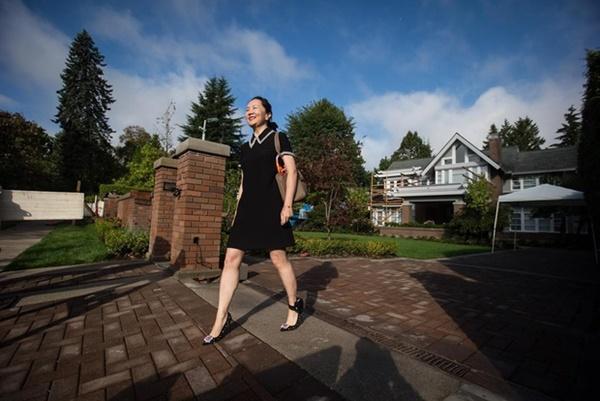 Bất ngờ với cuộc sống của Công chúa Huawei khi còn bị giam ở Canada: Thoải mái ăn nhà hàng, sắm đồ hiệu-3