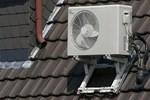 Cục nóng điều hòa thường lắp bên ngoài có cần che mưa nắng không, chuyên gia giải thích