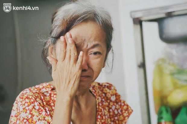 Gặp người vợ gục khóc cạnh xe lăn của chồng từng được Giang Kim Cúc giúp đỡ: Cô Cúc không liên lạc nữa, giờ cô chỉ mong được đi bán vé số lại-8