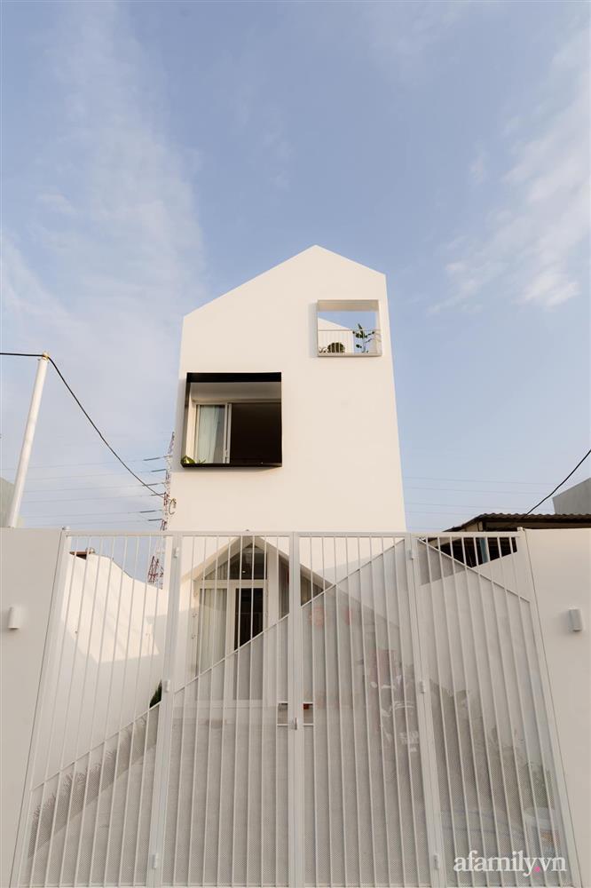 Căn nhà phố màu trắng gọn xinh ấm cúng của cặp vợ chồng trẻ Đà Nẵng có chi phí hoàn thiện 1,4 tỷ đồng-1