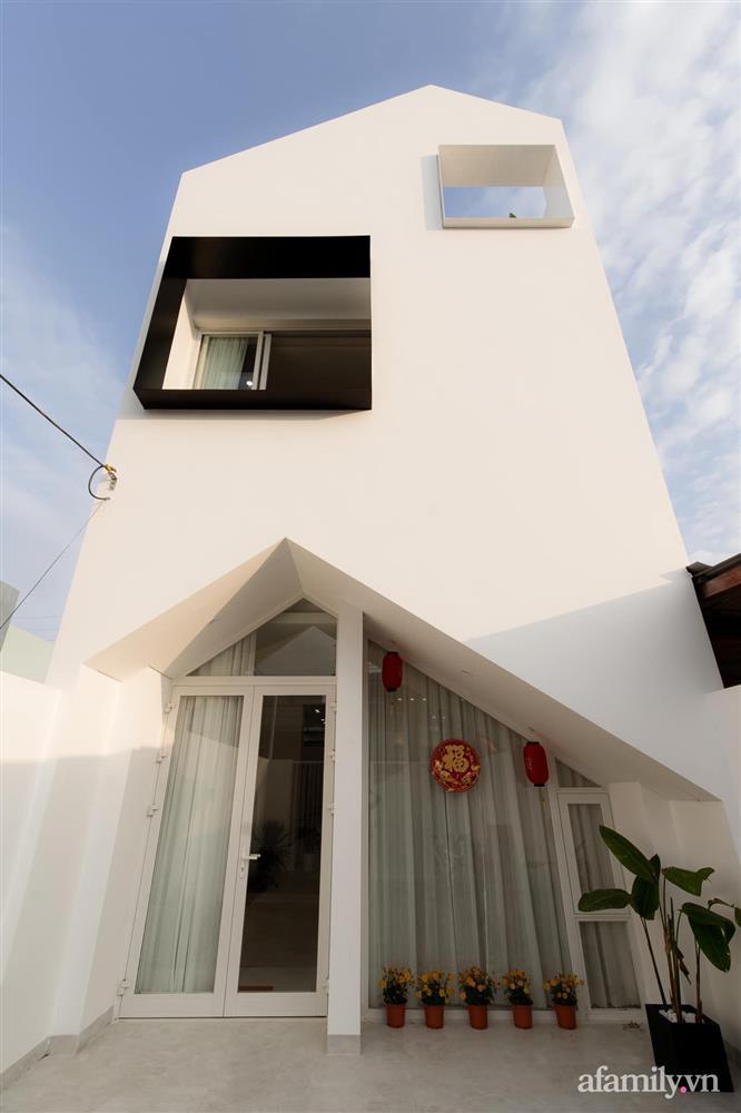 Căn nhà phố màu trắng gọn xinh ấm cúng của cặp vợ chồng trẻ Đà Nẵng có chi phí hoàn thiện 1,4 tỷ đồng-2