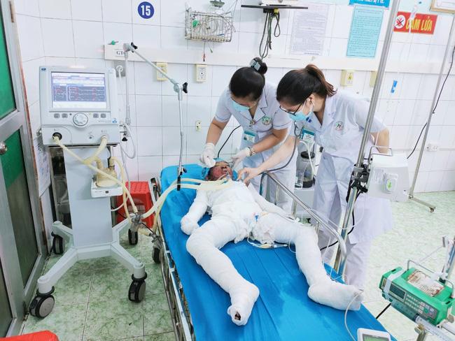 Vụ cháy 3 bố con tử vong ở Tuyên Quang: Nghi người cha đổ xăng phóng hỏa tự tử-1
