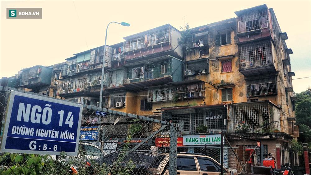 Cận cảnh 4 khu tập thể cấp độ nguy hiểm tại Hà Nội: Lấy chậu hứng nước mưa, đi vệ sinh phải đội nón-1