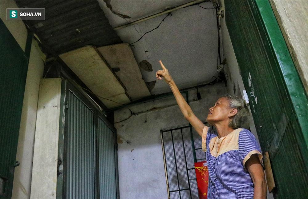 Cận cảnh 4 khu tập thể cấp độ nguy hiểm tại Hà Nội: Lấy chậu hứng nước mưa, đi vệ sinh phải đội nón-5