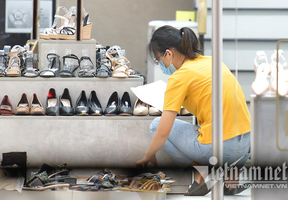 Sáng đèn dọn dẹp xuyên đêm, thời trang Hà thành đón ngày mới hiếm có-1
